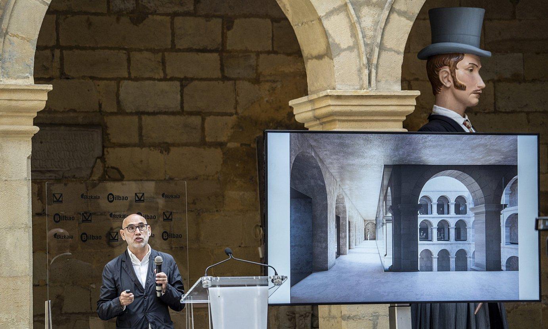 Antonio Vaillo arkitektoa, behin betiko proiektua azaltzen, museoaren klaustroan atzo egindako prentsaurrekoan. ©MARISOL RAMIREZ / FOKU
