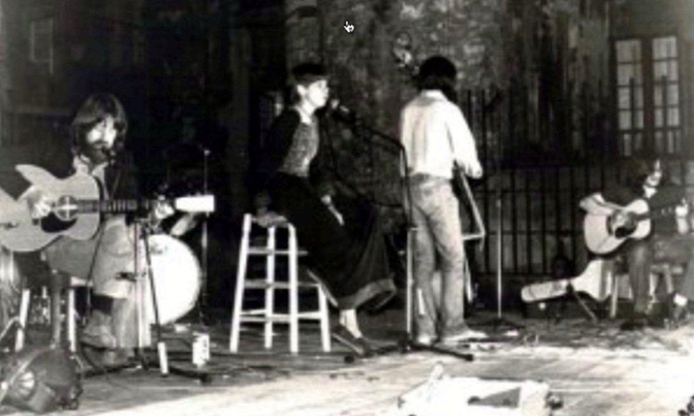 Haizea taldea, 1977an, Donostiako Trinitate plazan. ©BERRIA