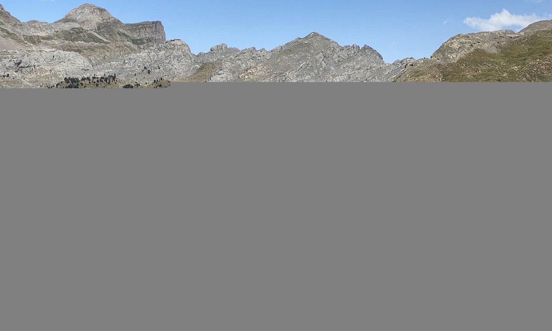 Gorobel mendilerroan hasi, eta Hiru Erregeen Mahaian amaituko da Urmuga. Hemeretzi egunez, 380 kilometroko mendi zeharkaldia egingo dute. ©URMUGA