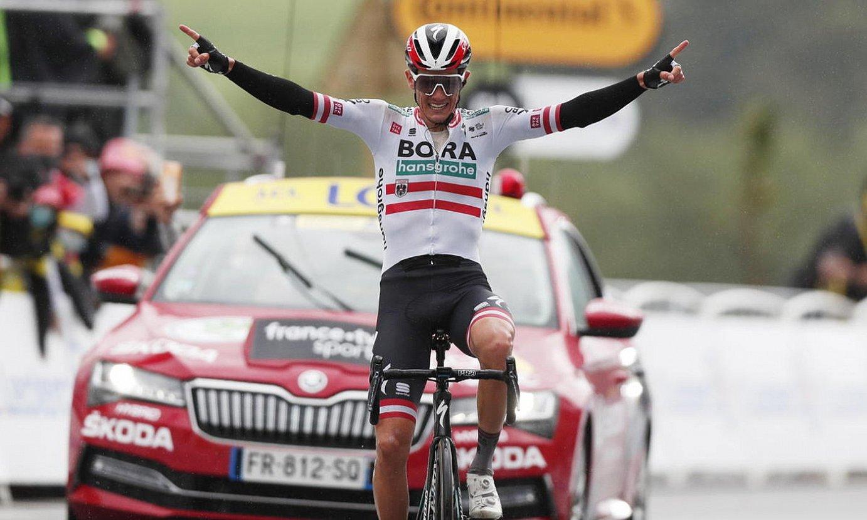 Patrick Konrad Bora taldeko txirrindularia, atzo, etapa garaipena ospatzen. ©GUILLAUME HORCAJUELO / EFE