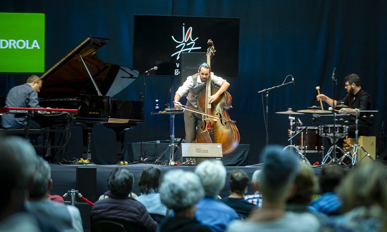 Pablo M. Caminero Trio taldea, Gasteizko Iradier Arenan. ©JAIZKI FONTANEDA / FOKU