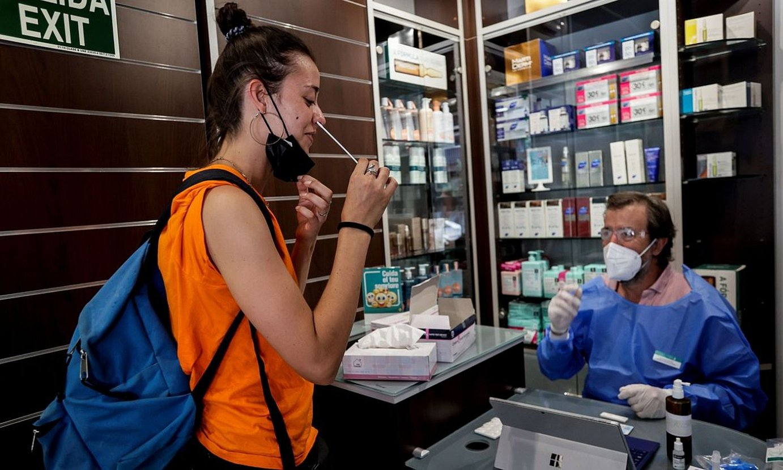 Autodiagnostiko testak botiketan erosi ahal izango dira. ©QUIQUE GARCIA / EFE