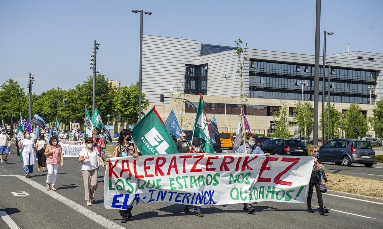 Eusko Jaurlaritzaren Lakuako egoitzatik abiatu zuten manifestazioa, atzo, Gasteizen. ©JAIZKI FONTANEDA / FOKU