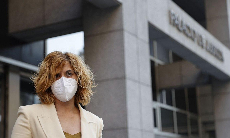 Irune Costumero, ekainean, auzitegiaren atarian, epaiketara sartu aurretik. ©LUIS TEJIDO / EFE