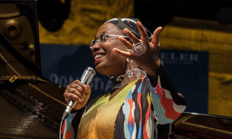 Cecile McLorin Salvant abeslaria, herenegungo kontzertuan. ©JON URBE / FOKU
