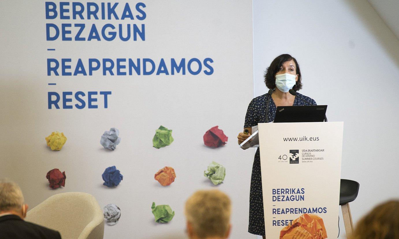 Irene Larraza Etxepare institutuko zuzendaria, atzo, udako ikastaroan. ©GORKA RUBIO / FOKU