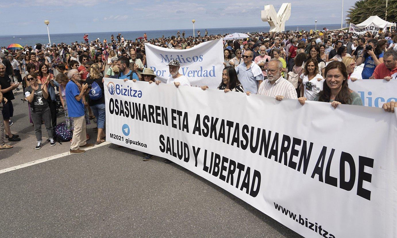 Saguesen abiatu zen manifestazioa, Bulebarrerantz. ©JAGOBA MANTEROLA / FOKU