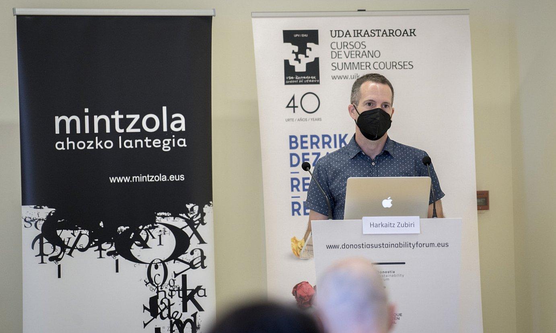 Mintzolak EHUren udako ikastaroetan parte hartu izan du; irudian, aurten Donostian egindako bat. ©GORKA RUBIO / FOKU