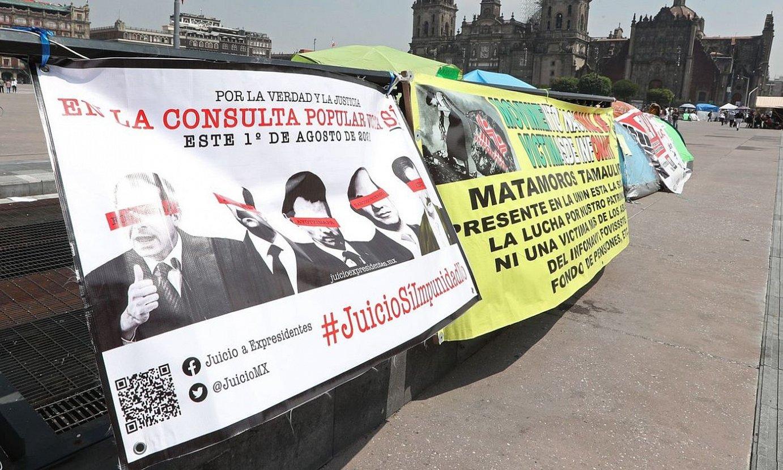 Mugimendu kontserbadoreen protesta galdeketaren aurka, Mexikoko presidentetzaren jauregi aurrean. ©MARIO GUZMAN / EFE