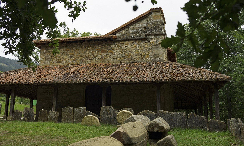 San Andres baseliza eta Argiñetako nekropolia. ©ARITZ LOIOLA / FOKU