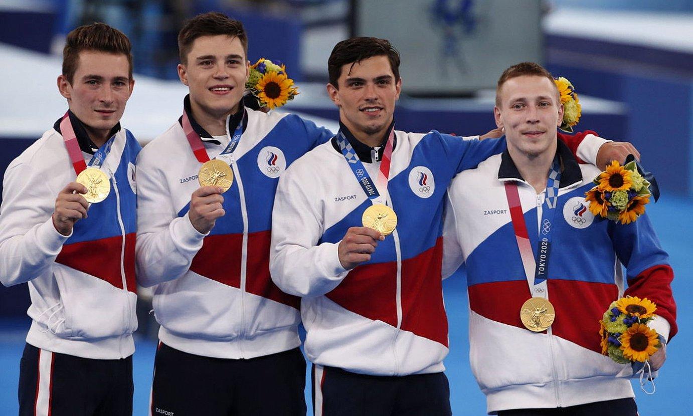 <b>David Beliavski, Nikita Nagorni, Artur Dalaloian, Denis Abliazin gimnastak, taldekako urrezko dominarekin.</b> ©TATIANA ZENKOVITX