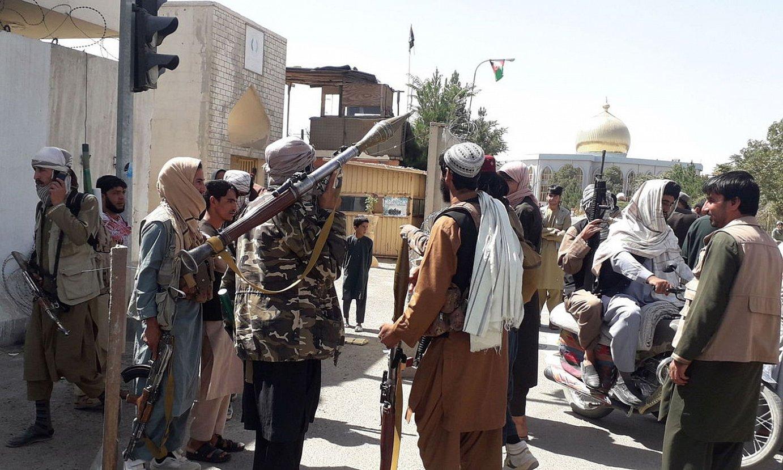 Taliban talde bat Ghaznin, hiriaren kontrola hartu ostean. ©NAWID TANHA / EFE