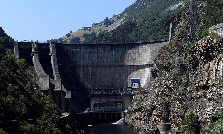 Zentral hidroelektriko bat, La Barca urtegian, Asturiasen. ©ELOY ALONSO / EFE