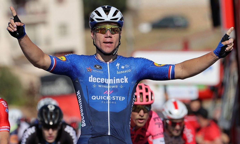 Fabio Jakobsen, garaipena ospatzen, atzo, Molina de Aragonen, Espainiako Vueltako laugarren etapan. ©MANUEL BRUQUE / EFE