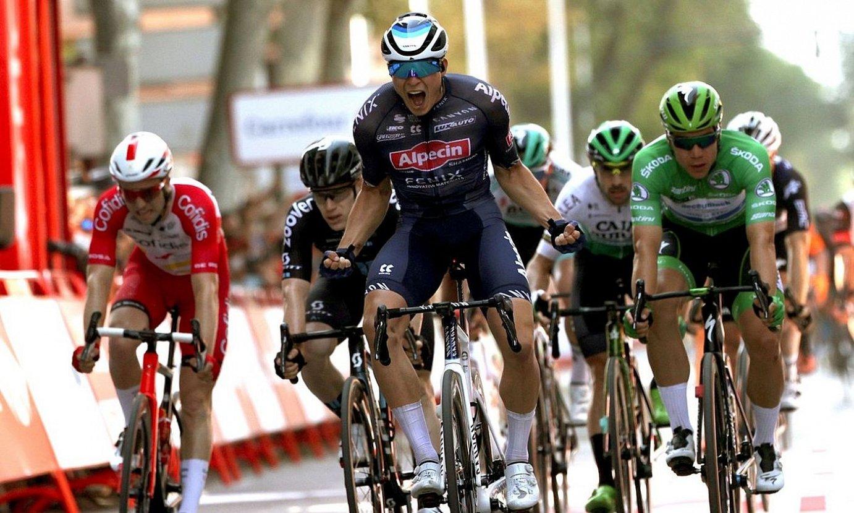 Jasper Philipsen, Espainiako Vueltako bosgarren etapa irabazten, atzo, Albaceten. ©MANUEL BRUQUE / EFE