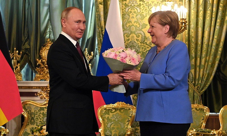 Putin eta Merkel, atzo, Moskun. ©SPUTNIK / EFE