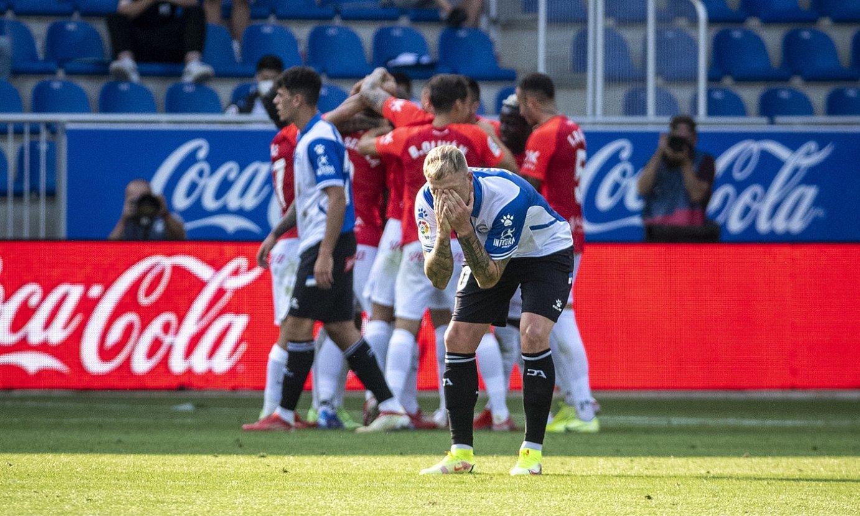 John Guidetti, burumakur, Mallorcak gola sartu ondoren. ©JAIZKI FONTANEDA / FOKU