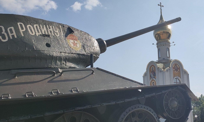 Sobietar Batasunaren garaiko tanke bat Tiraspolen, Transnistriako hiriburuan. ©ALEX BUSTOS