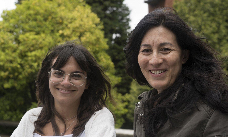 Marina Landa eta Miren Gutierrez, Deustuko Unibertsitatearen campusean. ©ANDONI CANELLADA / FOKU