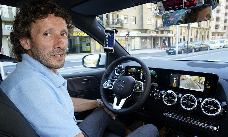 Taxi gidaria da Eneko Villaluce, eta Donostian aritzen da lanean. ©GORKA RUBIO / FOKU