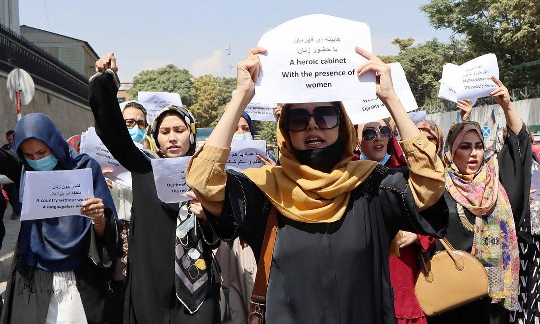 Emakumeak gobernuan sartzearen aldeko protesta bat, atzo, Kabulen. ©EFE