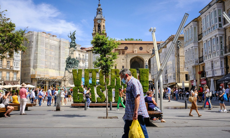 Herritarrak Gasteizko Andre Maria Zuriaren plazan, artxiboko irudi batean. ©LUKA PORTILLO / FOKU
