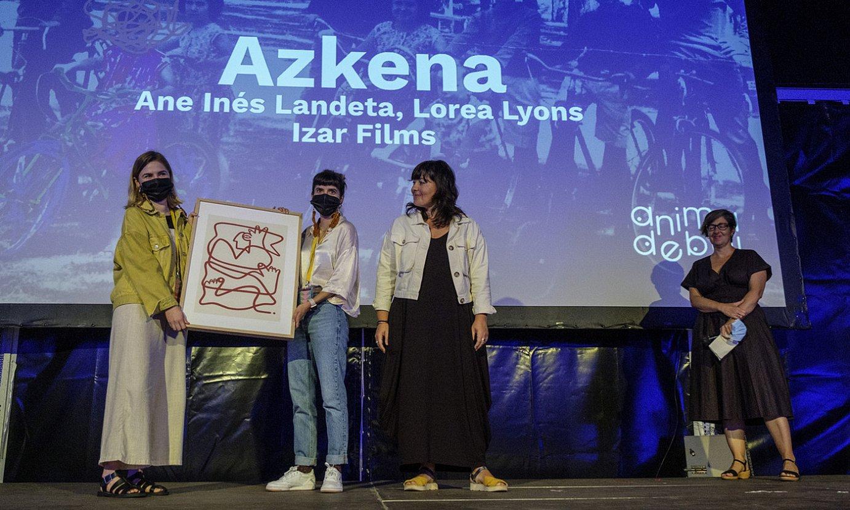 Landeta eta Lyons saria jasotzen, Ainara Lasa BERRIAko kidearekin. ©J. U / FOKU
