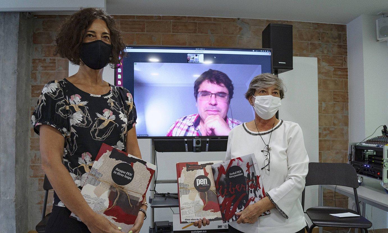Lorea Bilbao Bizkaiko Foru Aldundiko Kultura diputatua, Laura Mintegi eta Urtzi Urrutikoetxea PEN klubeko kideekin. ©ARITZ LOIOLA / FOKU