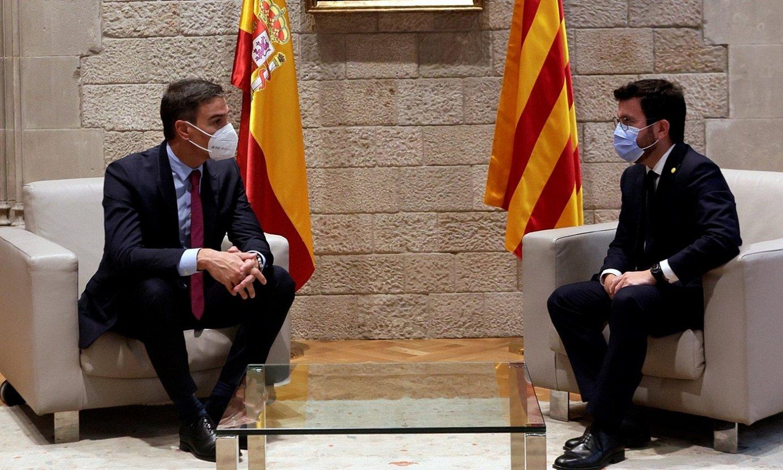 Pedro Sanchez Espainiako presidentea eta Pere Aragones Kataluniakoa, atzoko bileran. ©QUIQUE GARCIA / EFE