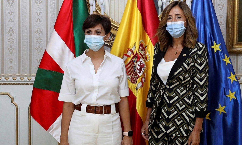 Isabel Rodriguez eta Olatz Garamendi, atzo, Madrilen. ©FERNANDO ALVARADO / EFE