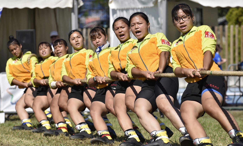 Shi Da Taiwango taldeko tiratzaileak, ahalegin betean, atzo. ©LUR GIL