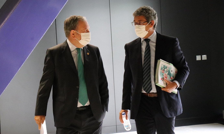 Pedro Azpiazu Jaurlaritzako Ekonomia sailburua eta Jordi Campas Europako Funtsetarako sailburuordea, atzo. ©IREKIA