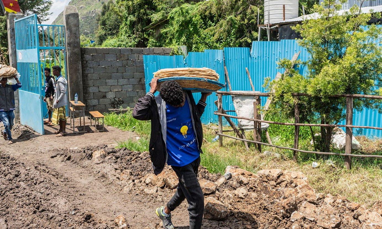 Gatazkaren eraginez bi milioi lagunek utzi dituzte euren etxeak. Irudian, Deseko (Etiopia) errefuxiatu kanpalekua. ©EFE