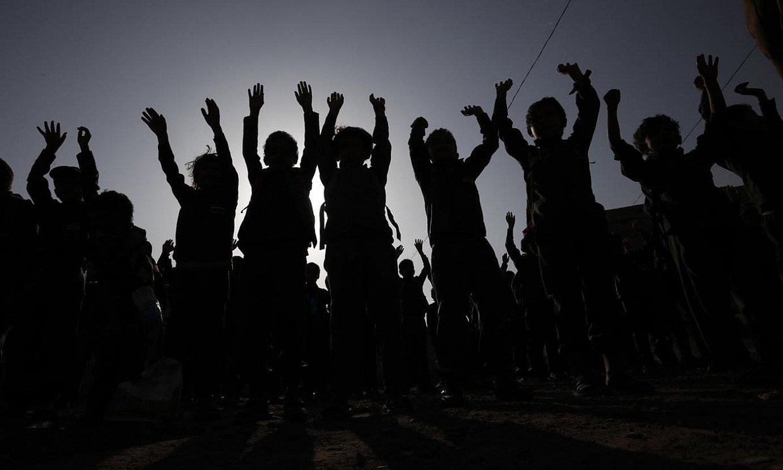 Yemengo eskola bateko nerabe batzuk ariketak egiten, joan den abuztuan, Sanan. ©YAHYA ARHAB / EFE