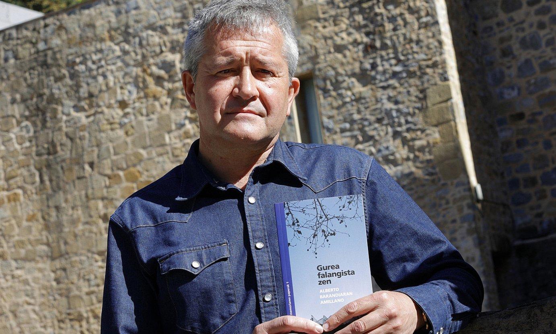 Alberto Barandiaran kazetari eta idazlea, atzo, Donostian. ©MAIALEN ANDRES / FOKU