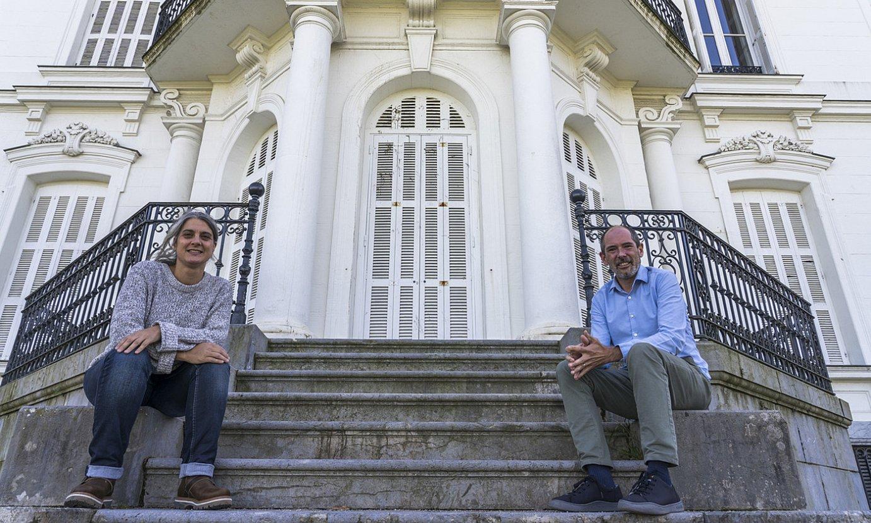 Anaiz Funosas eta Paul Rios, joan den astelehenean, Donostian, Aiete jauregiaren aitzinean. ©ANDONI CANELLADA / FOKU