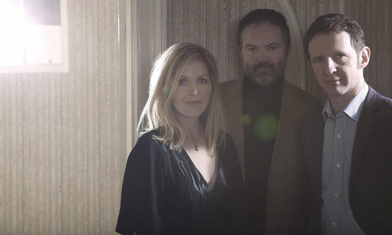 Sarah Cracknell, Pete Wiggs eta Bob Stanley, Saint Etienne hirukotea. ©HEAVENLY