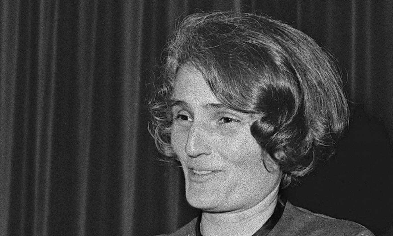 Carmen Laforet idazlea, 1963an hitzaldi batean hartutako argazkian, Madrilen. ©EFE