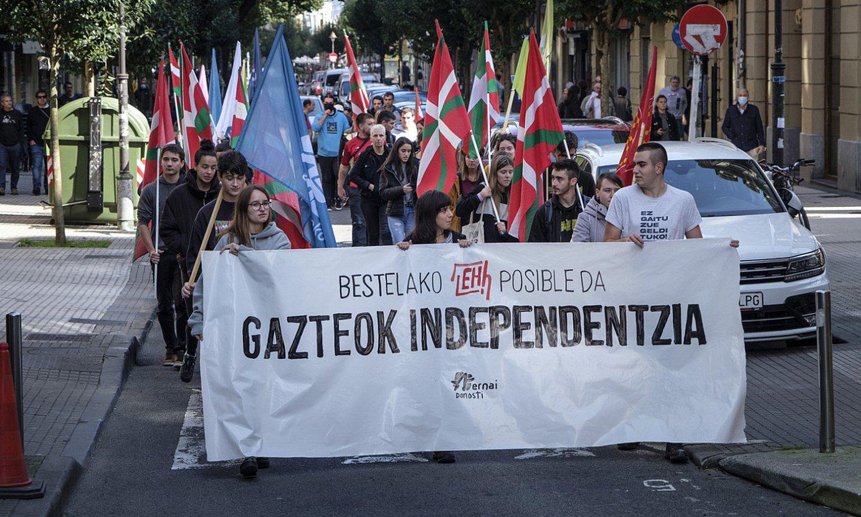 Ernaik Hego Euskal Herriko toki ugaritan antolatu zituen protestak. Irudian, Donostiako manifestazioa. ©JON URBE/FOKU