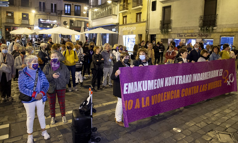 Emakumeen Mundu Martxak egindako protesta, bart arratsean. ©JAIZKI FONTANEDA / FOKU