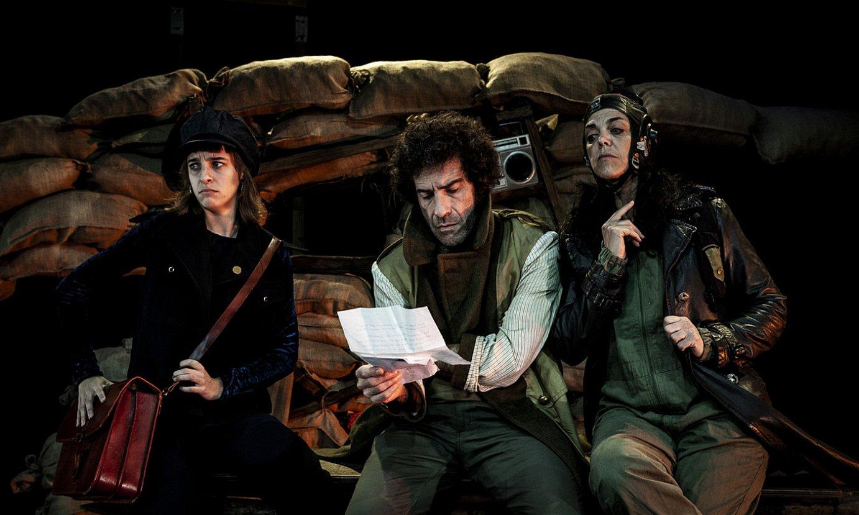 Maren Basterretxea, Javi Barandiaran eta Miriam K. Martxantek osatu dute <em>Lubaki lainotsua</em> antzezlanaren aktore taldea. ©AINHOA RESANO