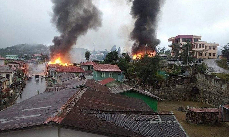 Armadaren eraso batek Thantlang herrian (Chin, Myanmar) eragindako kalteak. ©THE CHINLAND POST / EFE