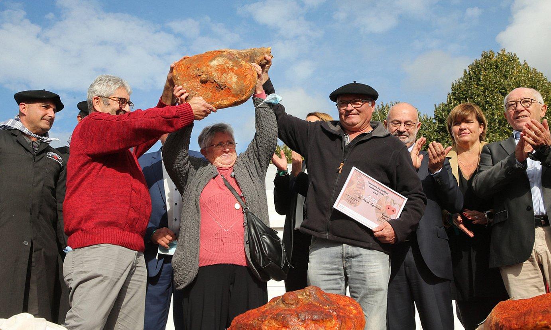 Bastidako (Nafarroa Beherea) Maddi Leglisek irabazi du aurtengo Baionako xingarraren feriako azpi lehiaketa. ©BOB EDME