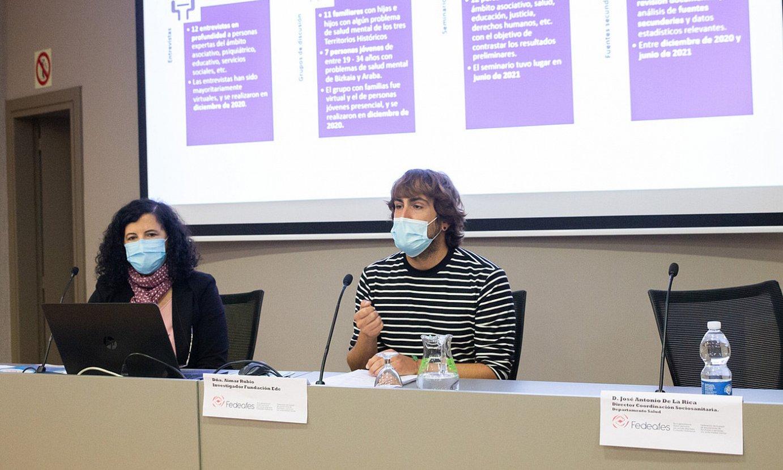 Maria Jose Cano eta Aimar Rubio, buru osasunaren inguruko txostena aurkezten, atzo. ©FEDEAFES