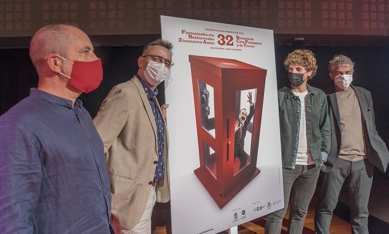 Patxi Presa, Josemi Beltran, Jon Insausti eta Joxean Muñoz, jaialdiaren kartelarekin, atzo, Donostian. ©ANDONI CANELLADA / FOKU