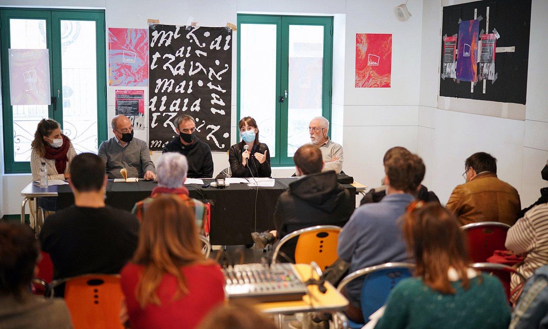 Maider Galardi, Emilio Majuelo, Xabier Letona, Samara Velte eta Emilio Lopez, atzo, Labaren egoitzan. ©ENDIKA PORTILLO / FOKU