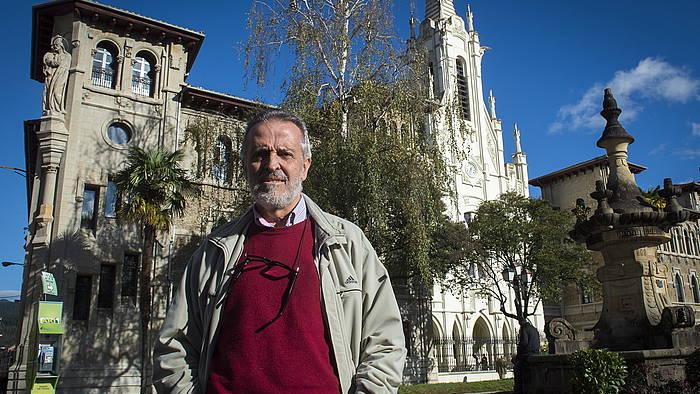 Txema Auzmendi jesuitari elkarrizketa