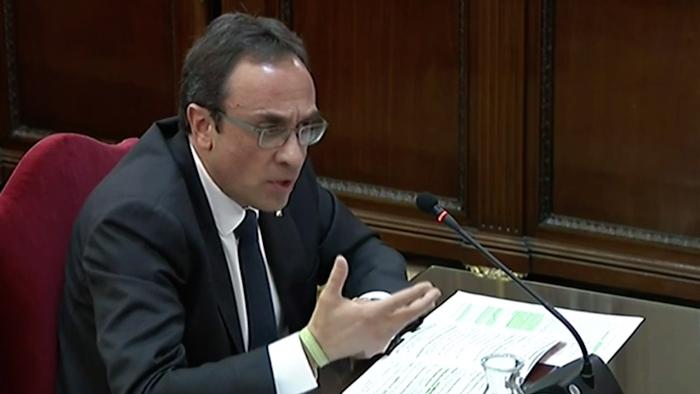 Kataluniako prozesu subiranistari epaiketa: Josep Rull auzipetua, manifestaziorako eskubideaz