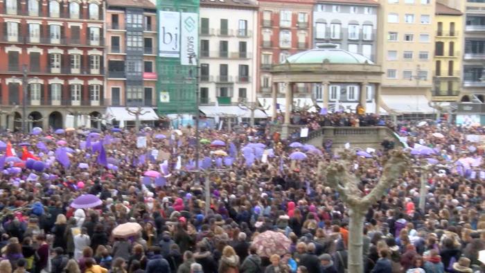 Greba feminista: Iruñeko eguerdiko manifestazioa