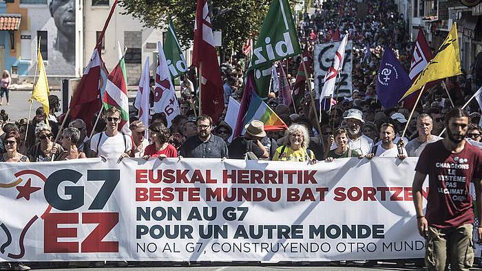 G7aren aurkako manifestazioa